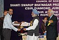 Manmohan Singh giving away the Shanti Swarup Bhatnagar Prize for Science and Technology 2007 to Dr. Pinaki Majumdar of Allahabad for his outstanding contribution in Physical Sciences, in New Delhi on December 20, 2008.jpg
