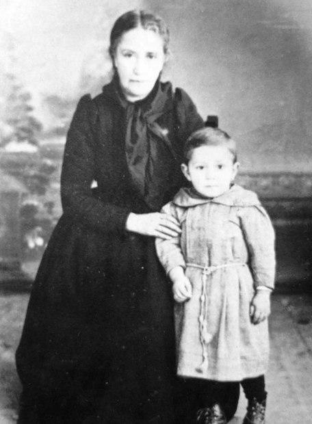 Manuel Antonio Pérez Sánchez e a súa nai