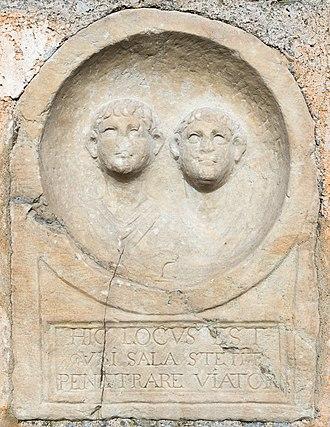Virunum - Image: Maria Saal Zollfeld Prunnerkreuz Medaillongrabstele Buesten zweier Knaben 18102015 8149