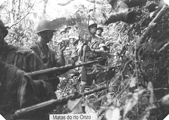 Angolan War of Independence - Portuguese paratroopers in the rainforest of northern Angola