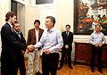 Mauricio Macri con los primeros ganadores del Hackatón (7223834442).jpg