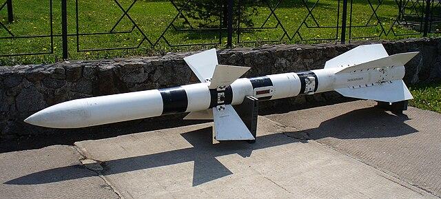 Pas-à-pas : MiG 25 Foxbat [Condor 1/72] - Page 3 640px-Missile_R-27R_2007_G1