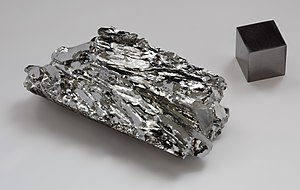 Molybdenum crystal and cube