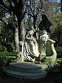 Monument à Watteau par Henri-Désiré Gauquié, Paris 2011.jpg
