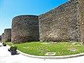 Muralla romana de Lugo, torres redondas de la muralla.jpg