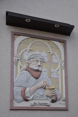 Niederhöchstadt, Wandbild Apotheker an der Löwen-Apotheke