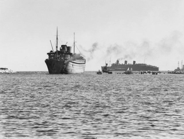 Nieuw Amsterdam and Queen Mary off Fremantle on 18 February 1943