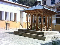 Nima Yushij's tomb.jpg