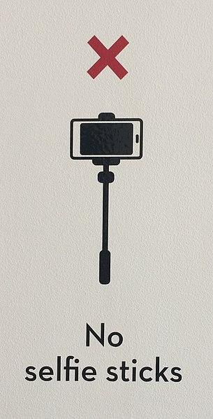 305px No selfie sticks sign2C Museum of Brisbane2C 2015 - What do i think of 'selfie sticks'