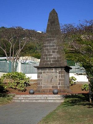 Invasion of Île Bonaparte - Image: Obélisque des Anglais à La Redoute (La Réunion)