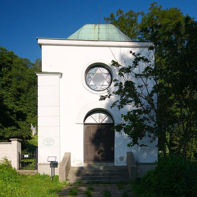 Obřadní síň židovského hřbitova, Žamberk, okres Ústí nad Orlicí.jpg