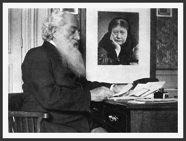 Г. С. Олкотт за рабочим столом в штаб-квартире Теософского Общества Адьяр, май 1903 года