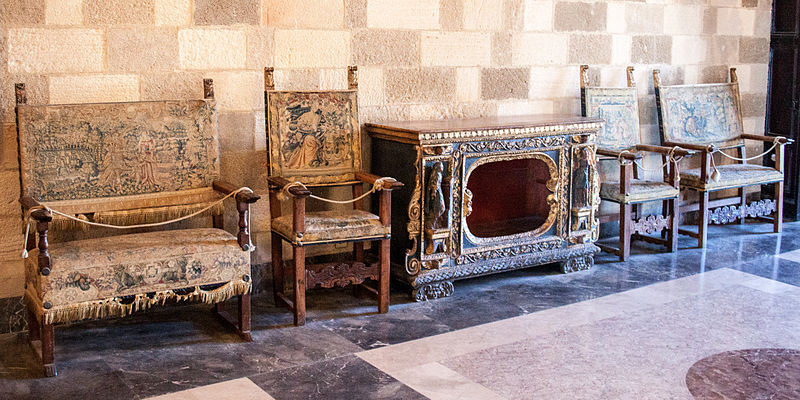 File old furniture in the wikimedia commons - Como pintar muebles de madera ...