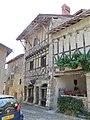 Pérouges - Maison Tacani (à droite de la Maison Escoffier) - place de la Halle (1-2014) 2014-06-25 13.57.39.jpg