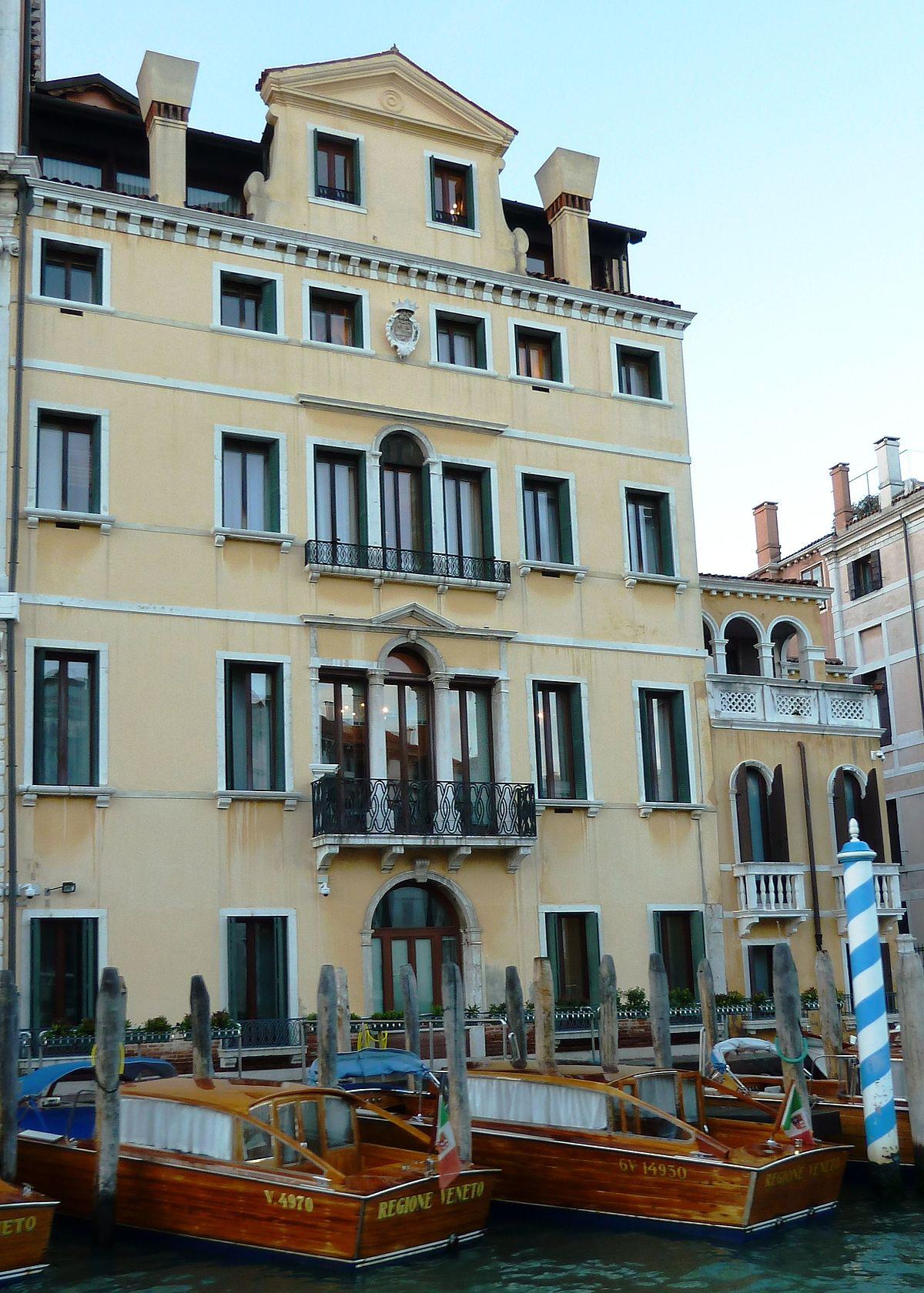 Palazzo caotorta angaran wikipedia for Palazzo a 4 piani