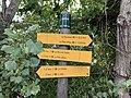 Panneaux indicateurs avec altitude (790 m) à Embrun.jpg