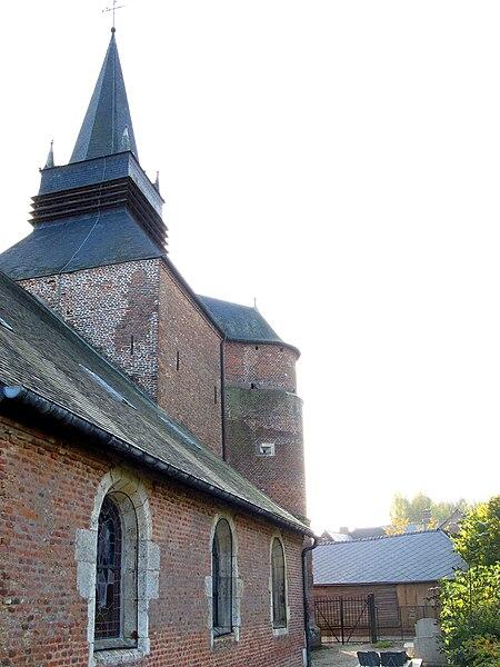 Parfondeval (Aisne, France) -  La façade Nord de l'église fortifiée. On remarque:    la meurtrière (dans la tour d'angle) contrôlant tout ce côté Nord de l'édifice,  les briques vitrifiées bien plus brillantes que les autres, sur le bord de la tour.   Camera location  49°44′20.7″N, 4°09′37.77″E  View this and other nearby images on: OpenStreetMap - Google Earth    49.739084;    4.160492