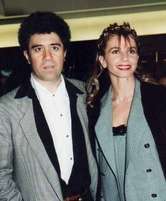 Pedro Almodóvar - Almodóvar with Victoria Abril, star of High Heels, at the 1993 César Awards in Paris
