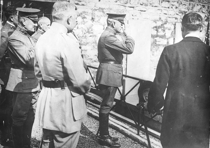 File:Pershing at Lafayette Tomb.jpg