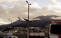Boeing 757-200 flying over Quito (Ecuador) in 2003, with Pichincha volcano in the background.