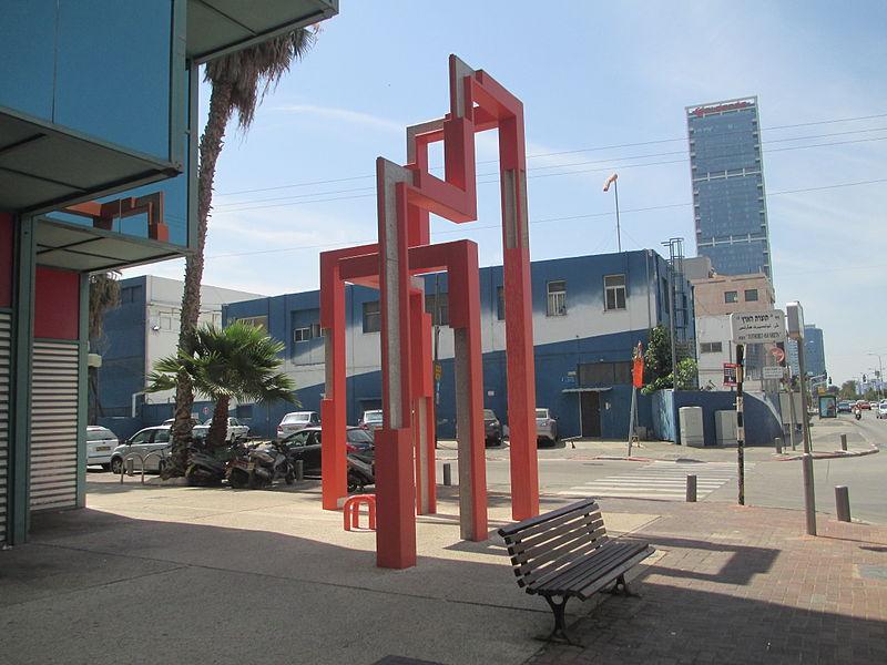 פסל מבנה של ישראל הדני בתל אביב