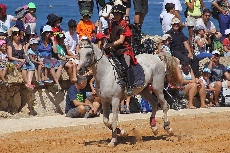 קיסריה העתיקה-מופע סוסים בסיגנון רומי ,בהיפודרום ה