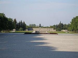 Piskaryovskoye Memorial Cemetery - Image: Piskarevskoye Memorial Cemetery Central Alley