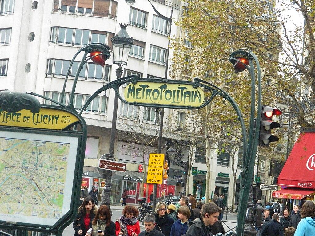 File:Place de Clichy (Paris Metro) 2012-11.jpg - Wikimedia ...