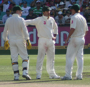 Brad Haddin - Haddin (left) with Ricky Ponting (centre) and Nathan Hauritz (right) in the Third and final Test against South Africa in Sydney, January 2009
