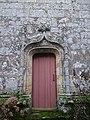 Porte laterale chapelle de la trinité a plumergat - panoramio.jpg