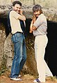 Prado y Luna sujetando un dolmen gallego (1990).jpg