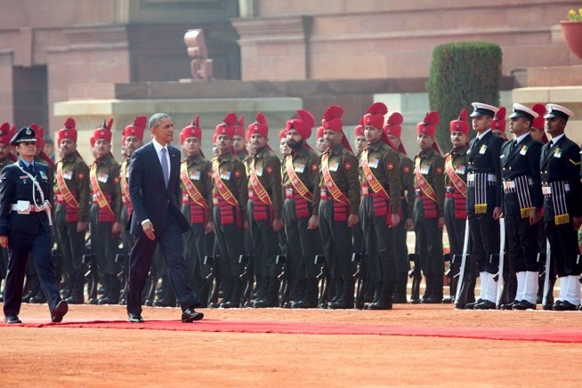 President Barack Obama receives an honour guard upon arrival at Rashtrapati Bhawan