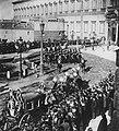 Primoli, Giuseppe - Die königliche Kolonne mit den Kutschen von Umberto I. und Keiser Guglielmo II. (Zeno Fotografie).jpg