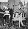 Prinses Armgard, de moeder van prins Bernhard, zittend met twee honden op schoot, Bestanddeelnr 918-5764.jpg