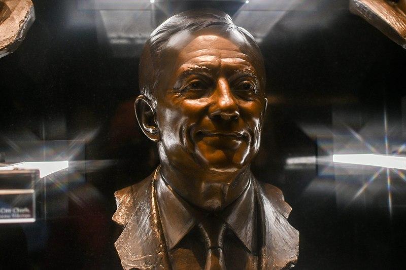 File:Pro Football Hall of Fame (23945411317).jpg