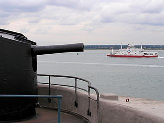 Calshot Castle - A 12-pounder (5.4 kg) quick-firing gun on the keep's roof, overlooking Southampton Water