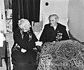 Redder Janus kuiper 95 jaar met dochter van Dorus Rijkers, Bestanddeelnr 904-5652.jpg