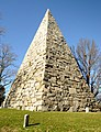 "Richmond Virginia Hollywood cemetery - the pyramid to ""Our Confederate Dead"" - panoramio.jpg"