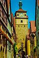 Rothenburg ob der Tauber, Georgengasse und 'Weißer Turm' (12171090104).jpg