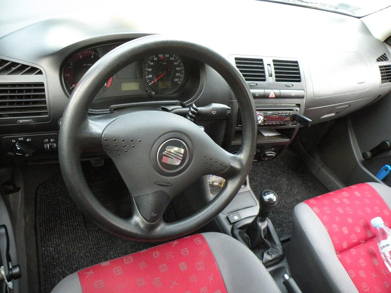Datei:SEAT Ibiza Mk2 fl interior.JPG – Wikipedia