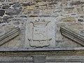 Sainte-Eulalie-d'Olt château porte fronton.jpg