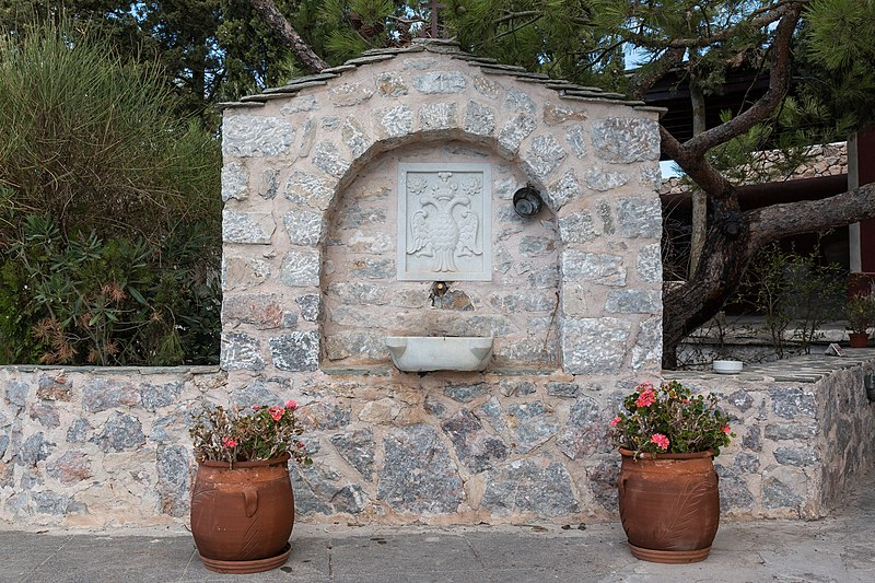 File:Santorin (GR), Kallistis, Kloster Profítis Ilías -- 2017 -- 2890.jpg