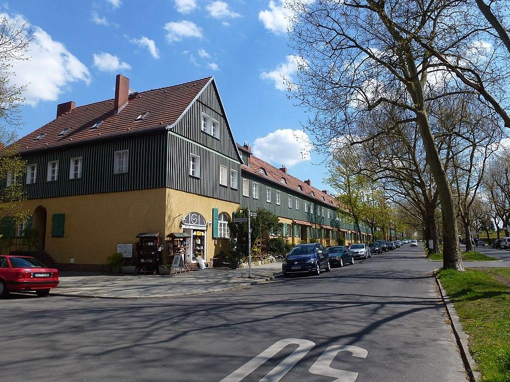 1024px-Schmargendorf_Lentzeallee-01.jpg