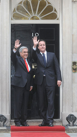 Sebastián Piñera - Piñera with David Cameron, Prime Minister of the United Kingdom, outside 10 Downing Street, London.