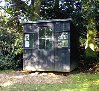 The rotating hut in the garden of Shaw's Corner, Ayot St Lawrence, where Shaw wrote most of his works after 1906 Shaw's writing hut.jpg