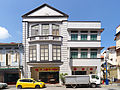 Shophouse with a unusual architecture in Chinatown, Singapore (15233108195).jpg