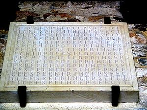 Church of San Juan Apóstol y Evangelista, Santianes de Pravia - Foundation stone in the form of a letter labyrinth: Silo princeps fecit