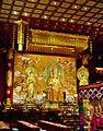 Singapore Buddha Tooth Relic Temple Innen Vordere Gebetshalle 13.jpg