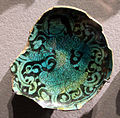 Siria o iran, fondo di ciotola con personaggio accovacciato, 1190-1300 ca..JPG