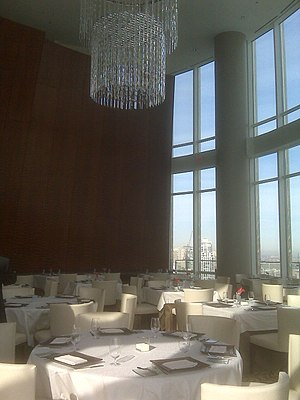 Sixteen (restaurant) - Main dining room and its chandelier